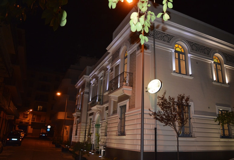 Villa Vittoria, Tropea, Hotel Front – Evening/Night