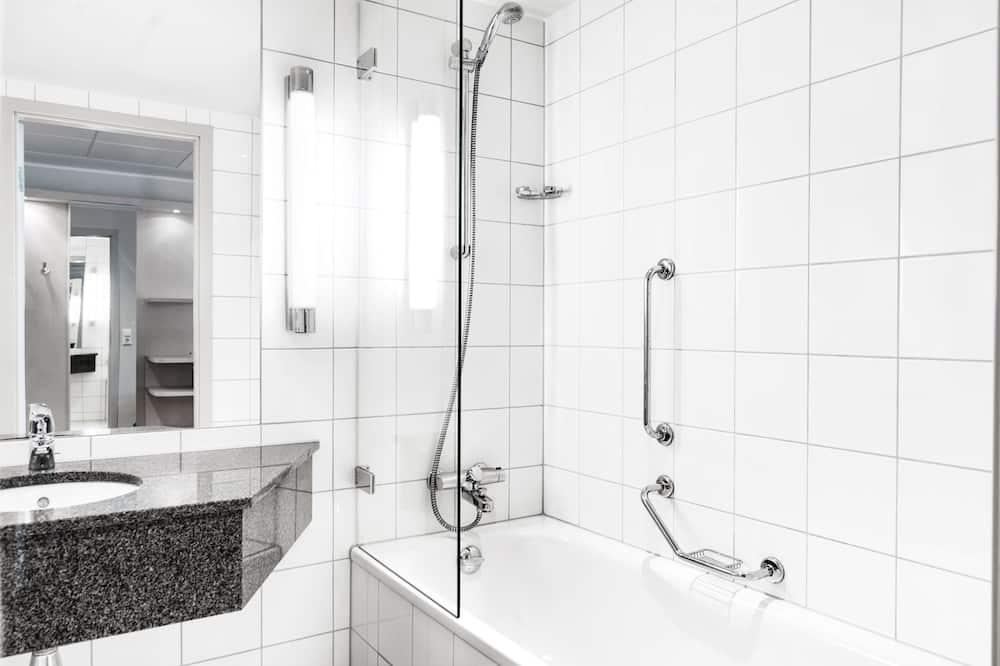 Premium-værelse (Runway View) - Badeværelse