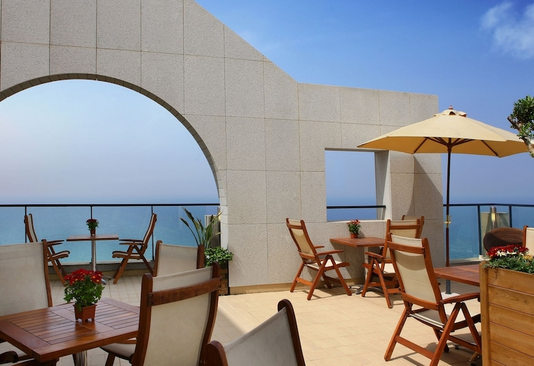 Raouché Arjaan by Rotana, Beirut, Terrasse/Patio