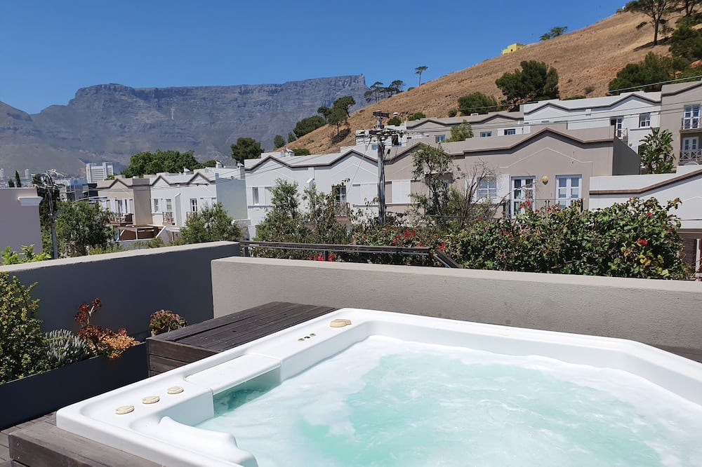 Exclusive Cottage, 3 Bedrooms, Hot Tub, Mountain View (2 Bayview Terrace 2 night min stay ) - Room