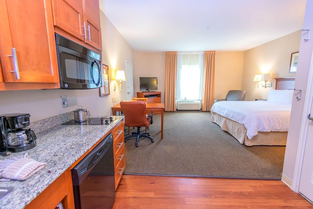 Studio Suite, 1 King Bed - In-Room Kitchen