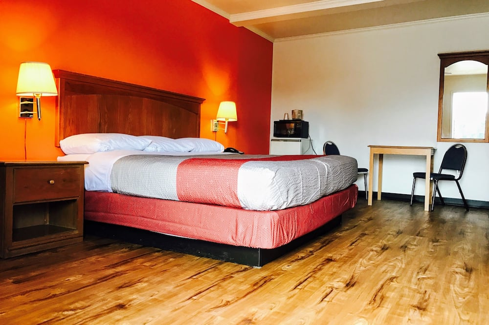 Deluxe Room, 1 Queen Bed, Non Smoking, Refrigerator & Microwave - Guest Room