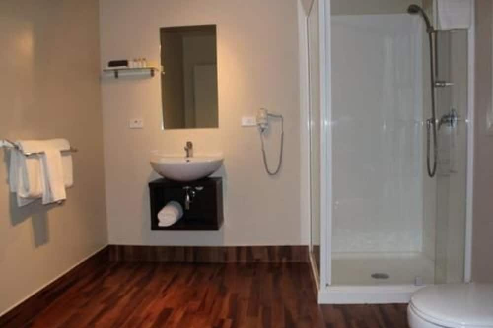 Executive Suite, Jetted Tub - Bathroom Shower