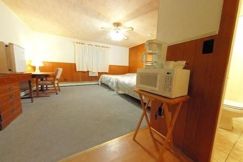 河濱旅館/