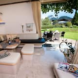Luxury Villa, 5 Bedrooms, Balcony, Mountain View (10 beds) - Living Area