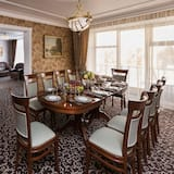 Premier Suite - In-Room Dining