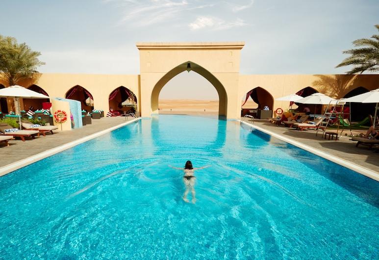 提拉里瓦酒店, 扎耶德古堡, 室外泳池