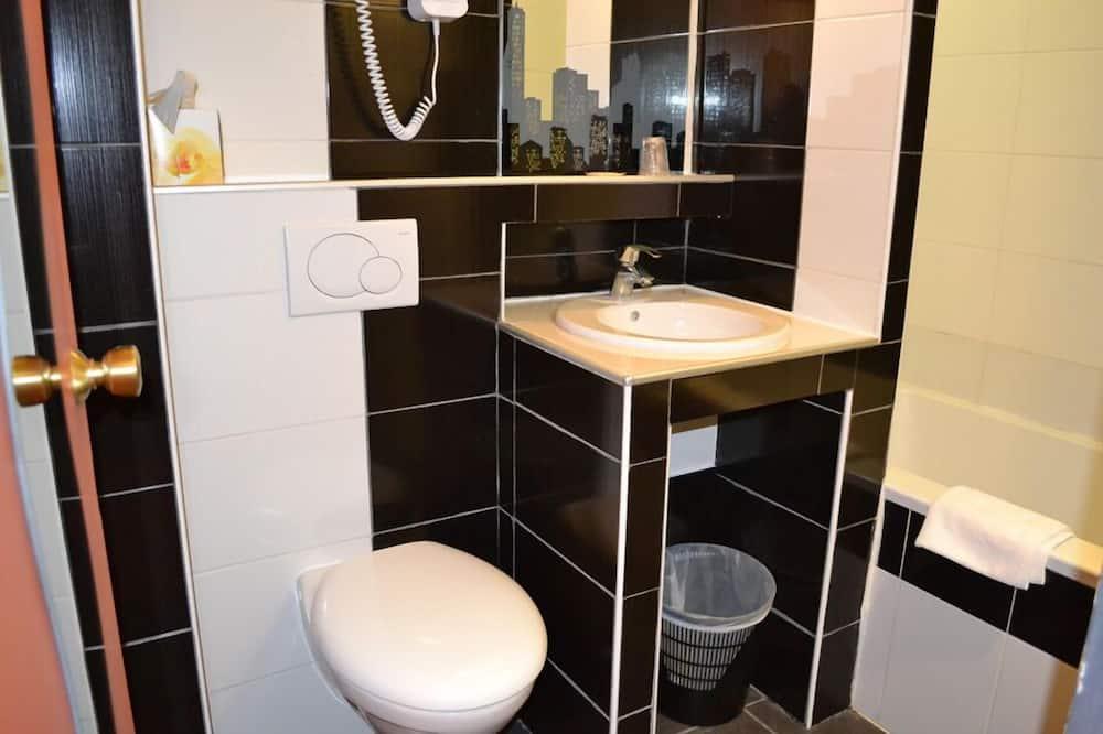 Kambarys šeimai - Vonios kambario kriauklė
