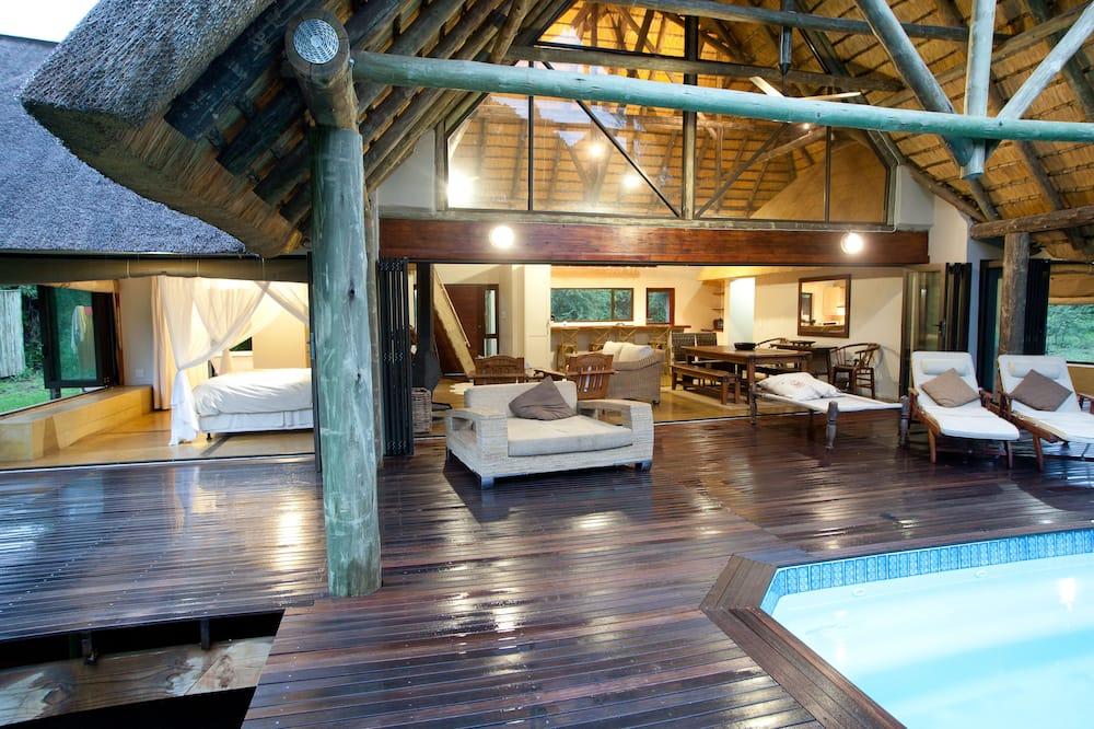 Luxury House (Homestead) - Outdoor Pool