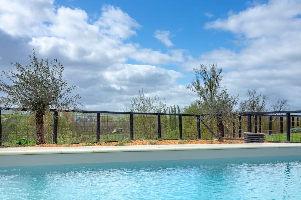 Vila, 3 miegamieji, atskiras baseinas, vaizdas į baseiną - Svečių kambarys