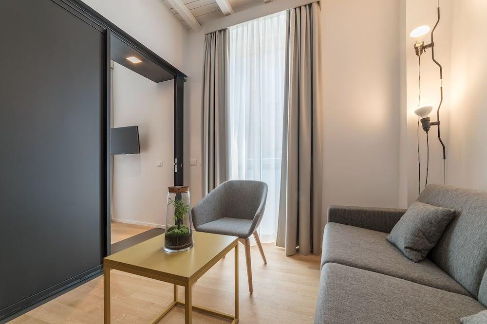 Double Deluxe - Living Room