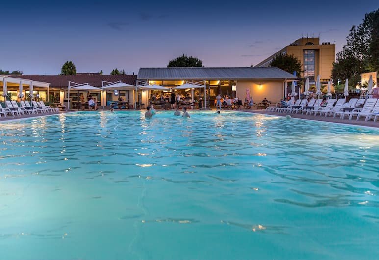 Jolly Camping In Town, Mestre, Bar en bord de piscine