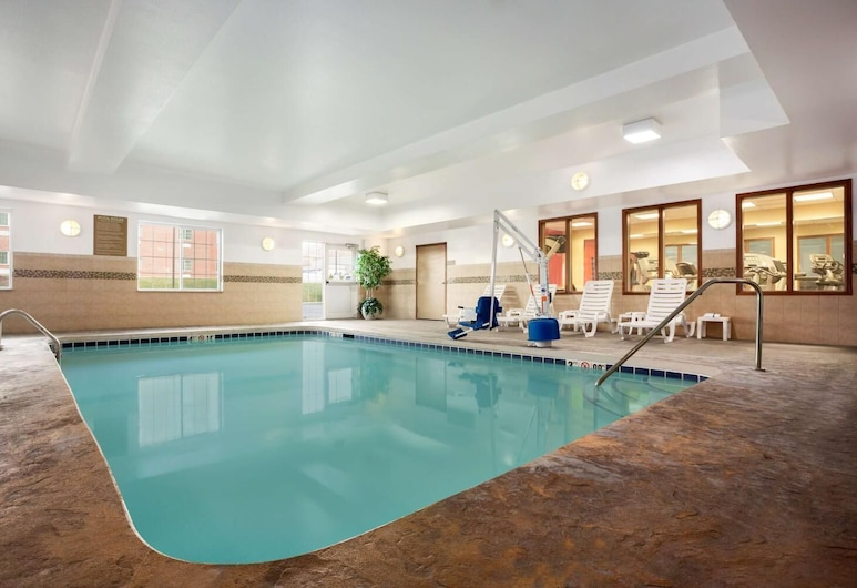 Country Inn & Suites by Radisson, Washington at Meadowlands, PA, Washington, Piscina