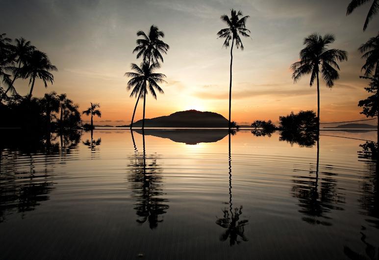 普吉島維特渡假飯店, 拉威, 無邊際泳池