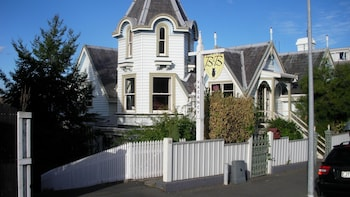 Picture of Hulmes Court Bed & Breakfast in Dunedin