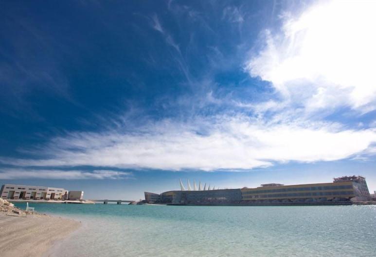 The Dragon Hotel And Resort, Muharraq, Bãi biển