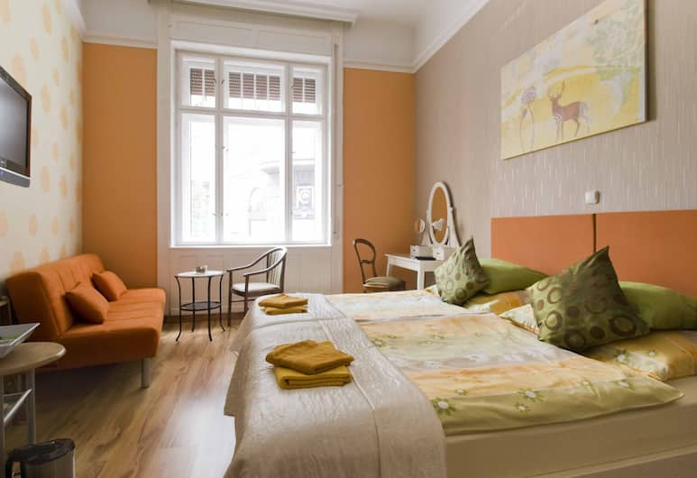 Budapest GuestRooms, Budapest, Deluxe Double or Twin Room, Guest Room
