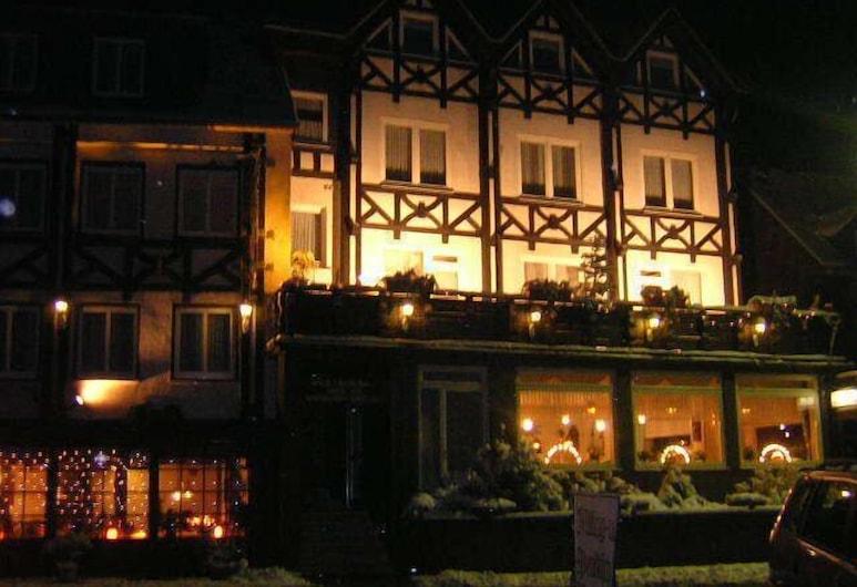 Hotel Zur Winzergenossenschaft, Ernst, Facciata hotel (sera/notte)