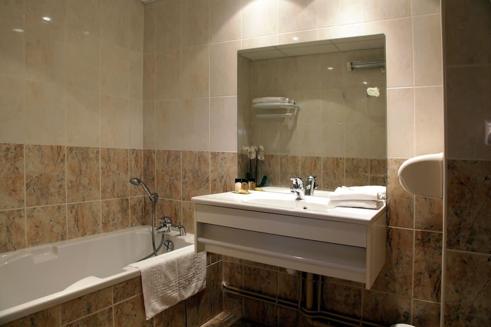 Standard szoba, 1 queen (nagyméretű) franciaágy, nemdohányzó - Fürdőszoba