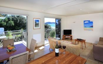Picture of Onetangi Beach Apartments in Waiheke Island