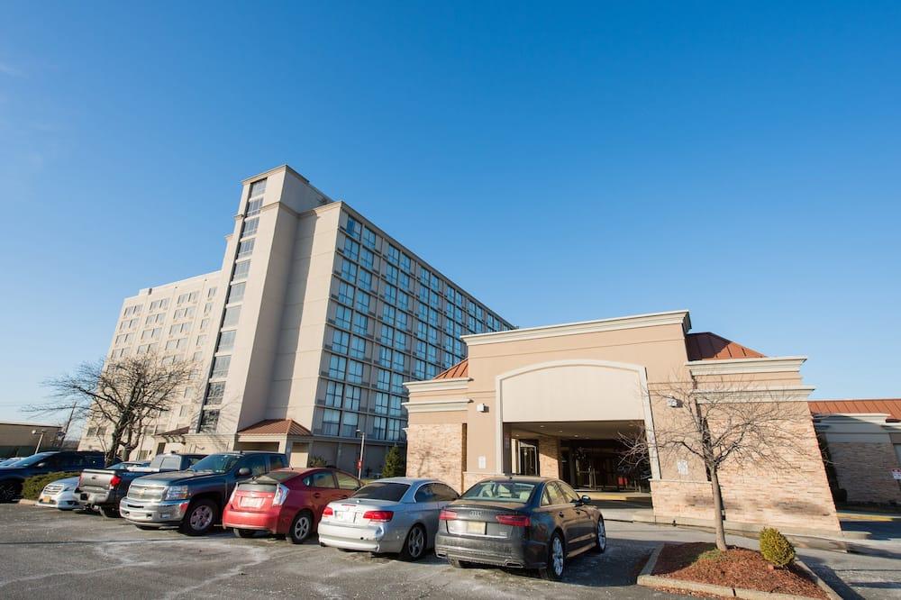 Holiday Inn Newark Intl Airport - North, an IHG Hotel