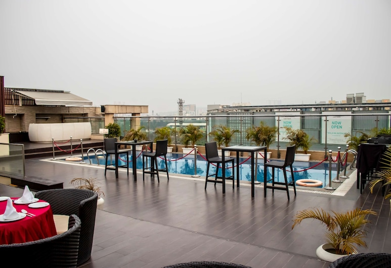 Country Inn & Suites by Radisson, Gurugram Sector 29, Gurugram, Outdoor Pool