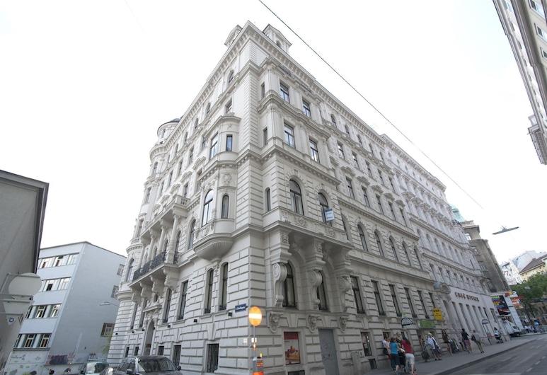 K&T Boardinghouse, Vienna, Hotel Front