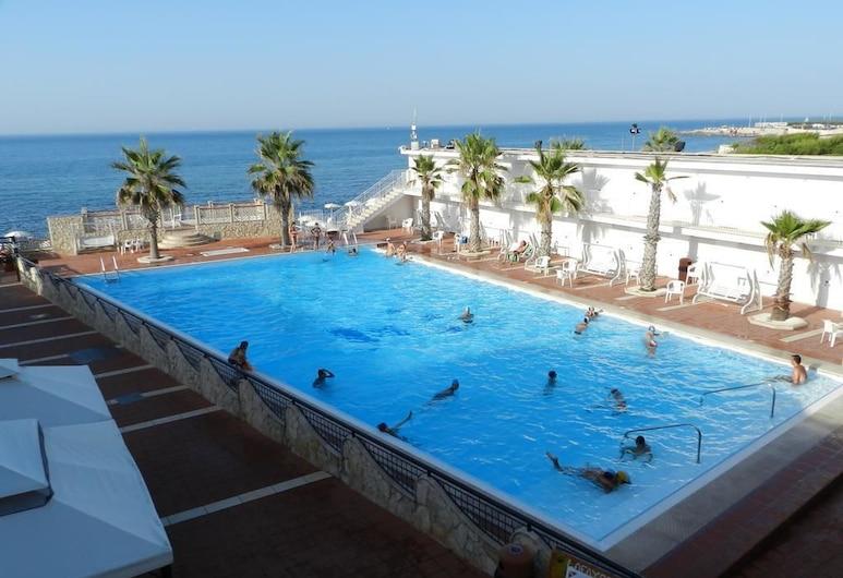 拉斐特酒店, 焦维纳佐, 室外游泳池