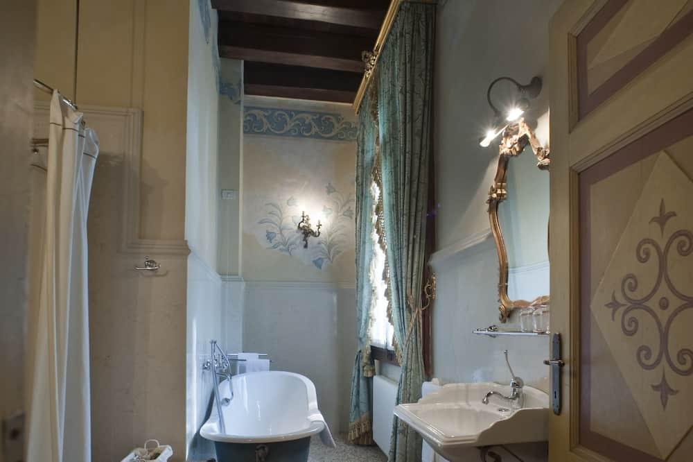 Phòng Suite phong cách cổ điển - Phòng tắm