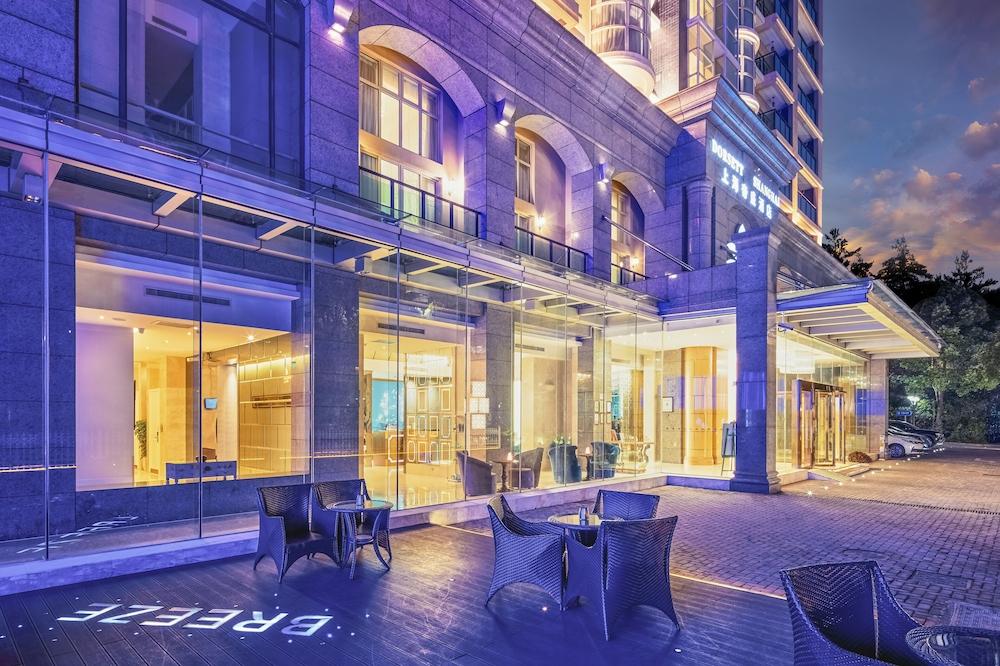 酒店正门 - 夜景