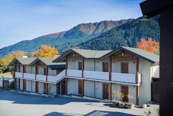 Picture of Queenstown Motel Apartments in Queenstown