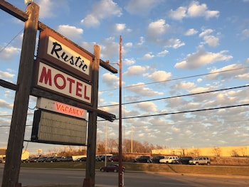 Picture of Rustic Motel Rolla in Rolla