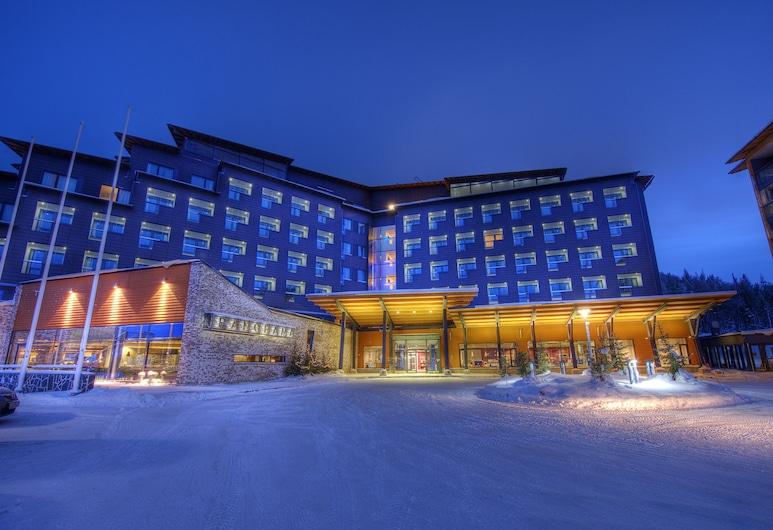 Hotel Levi Panorama & Levi Chalet Apartments, Kittilä, Hotellin julkisivu illalla/yöllä