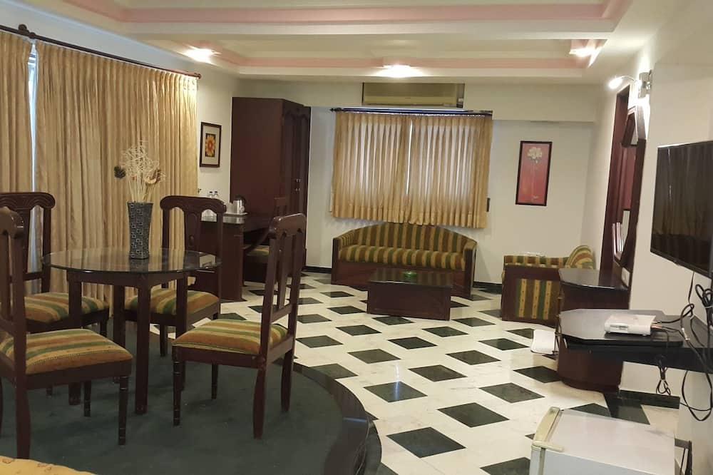 Prezidenta luksusa numurs, 1 divguļamā karaļa gulta, vanna, skats uz pilsētu - Dzīvojamā zona