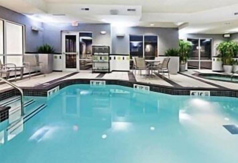 塔尔萨东南十字街口村庄费尔菲尔德套房酒店, 塔尔萨, 游泳池