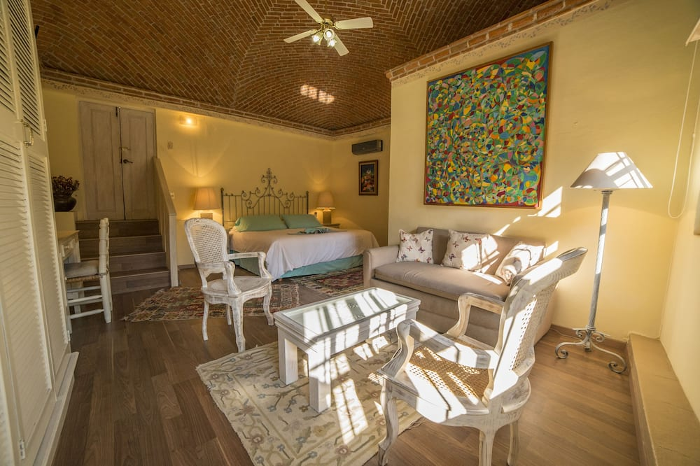 Room (Bugambilia) - Living Room
