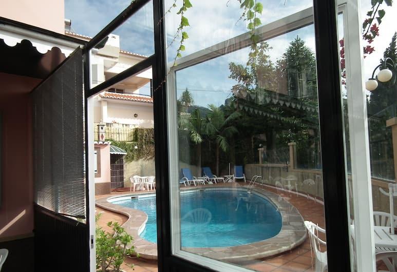 卡塞羅之家, 芳夏爾, 室外游泳池