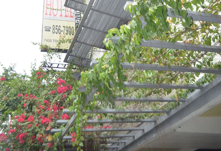 Franchise One Hotel, Makati, Voorkant hotel