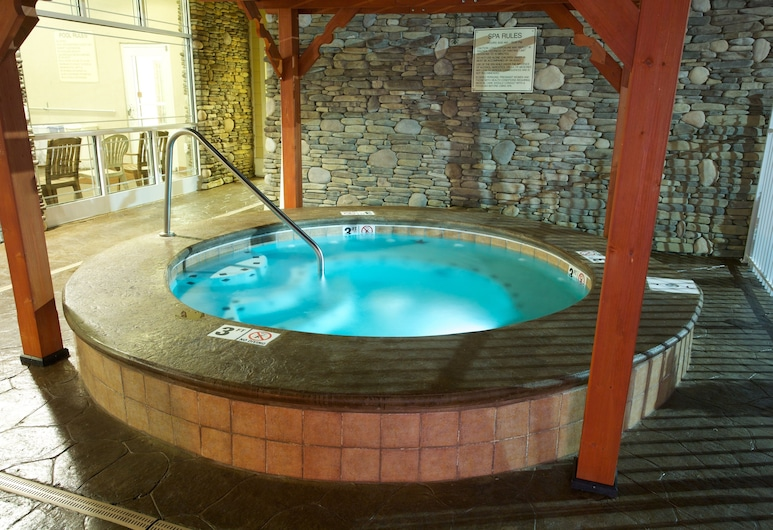 Clarion Inn, Pigeon Forge, Outdoor Spa Tub