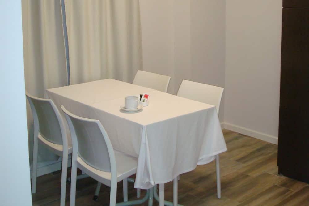 尊榮三人房, 1 間臥室, 簡易廚房, 高層 - 客廳