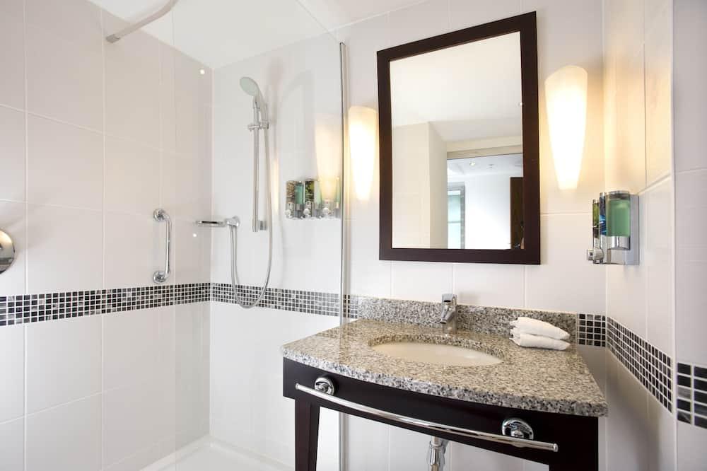 Kamar Standar, 1 Tempat Tidur Double dengan tempat tidur Sofa - Kamar mandi