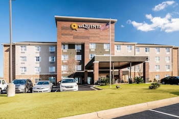 Picture of La Quinta Inn & Suites by Wyndham Montgomery in Montgomery
