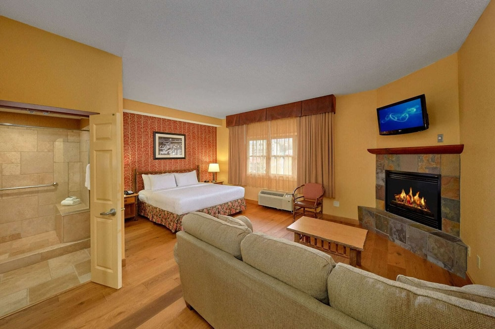 Junior King Suite City View - Living Area