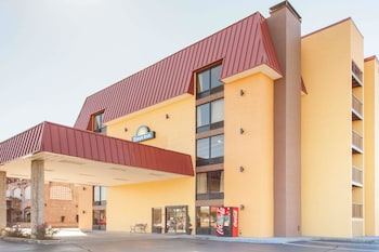 Picture of Days Inn & Suites by Wyndham Pigeon Forge in Pigeon Forge