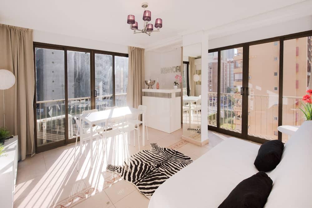 Comfort Apartment, 2 Bedrooms, Kitchen, Beach View - Living Area