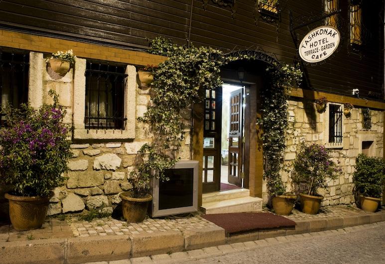Tashkonak Studio Suites, Istanbul, Fasaden på overnattingsstedet – kveld