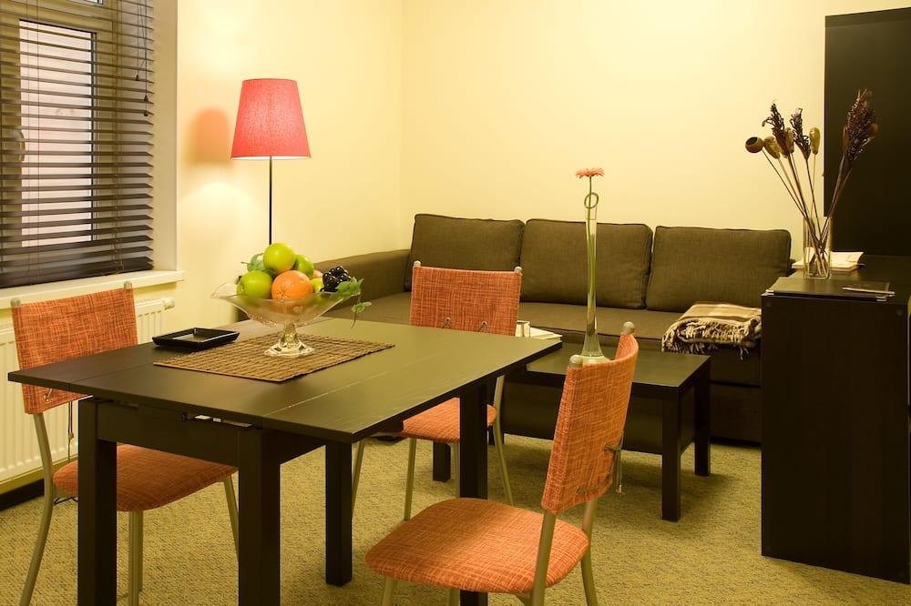 Двухместный номер с 1 двуспальной кроватью, кухня - Обед в номере