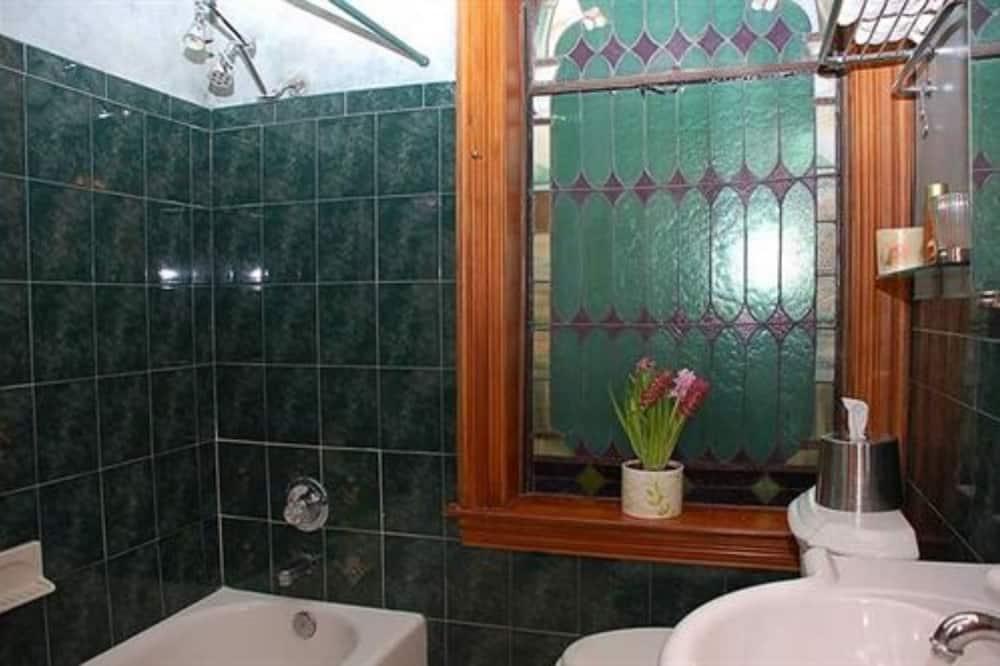 Copper Room with Private Bath - Bathroom