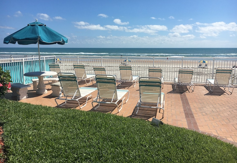 Sea Shells Beach Club, Daytona Beach, Sundeck