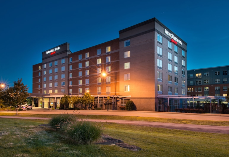 SpringHill Suites by Marriott Pittsburgh Southside Works, Pittsburgh, Fachada del hotel de noche